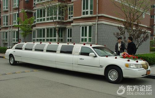 小伙结婚租林肯做婚车,结果路上新娘却差点不想嫁了